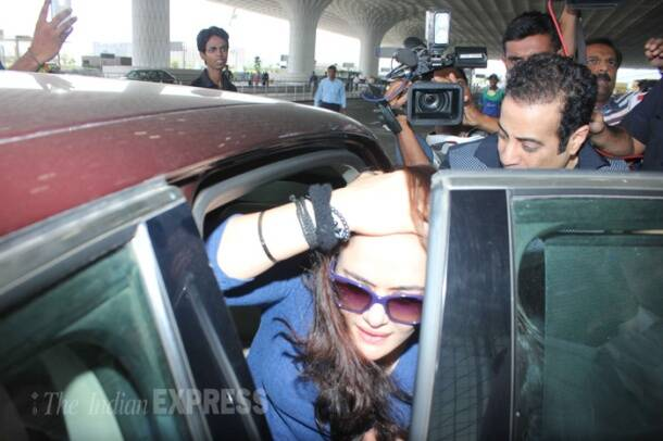 Preity Zinta arrives in Mumbai, avoids media
