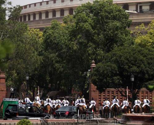 No buggy for joint session as President Mukherjee travels in Merc