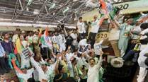 Cong workers stage 'rail roko' in Maharashtra against fare hike