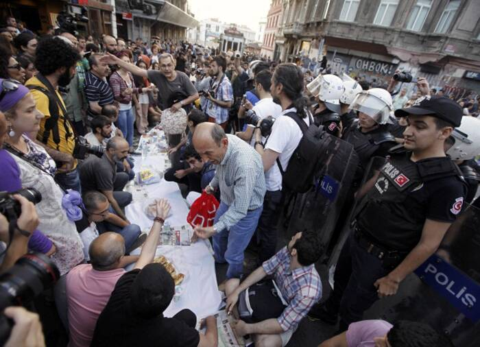 Across a wide belt that stretches halfway around the globe, the world's estimated 1.6 billion Muslims will mark the beginning of Ramzan this weekend.<br /><br />People prepare to break their fast on the first day of Ramzan as police officers stand guard near Taksim Square in Istanbul. (Source: Reuters)