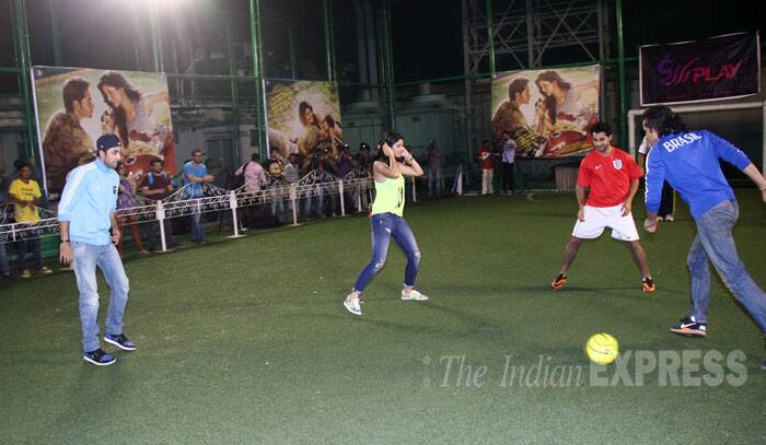 Ranbir has his eyes on the ball as Imtiaz Ali stikes the ball. Deeksha and Armaan have taken their positions too. (Source: Varinder Chawla)