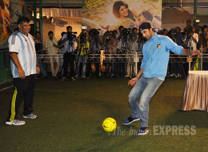 Ranbir can't get over with the ball. Arif watches the actor play. (Source: Varinder Chawla)