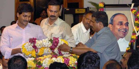 YSR's body brought to Hyderabad