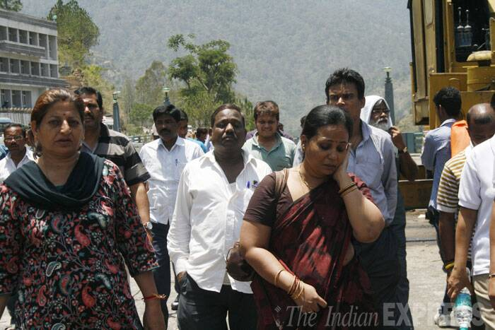Relatives of the engineering students who were washed away in the Beas river in Mandi at the tragedy site. (Source: Express photo by Lalit Kumar)