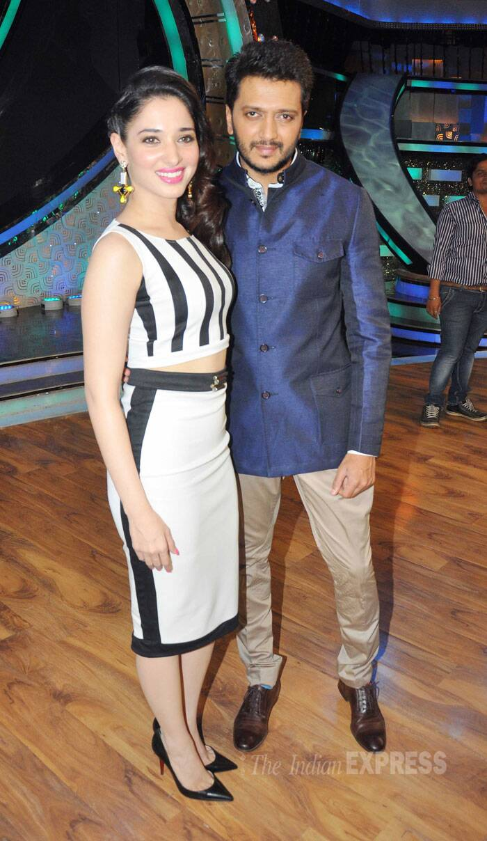 Tamannah and Riteish pose together for the cameras. (Source: Varinder Chawla)