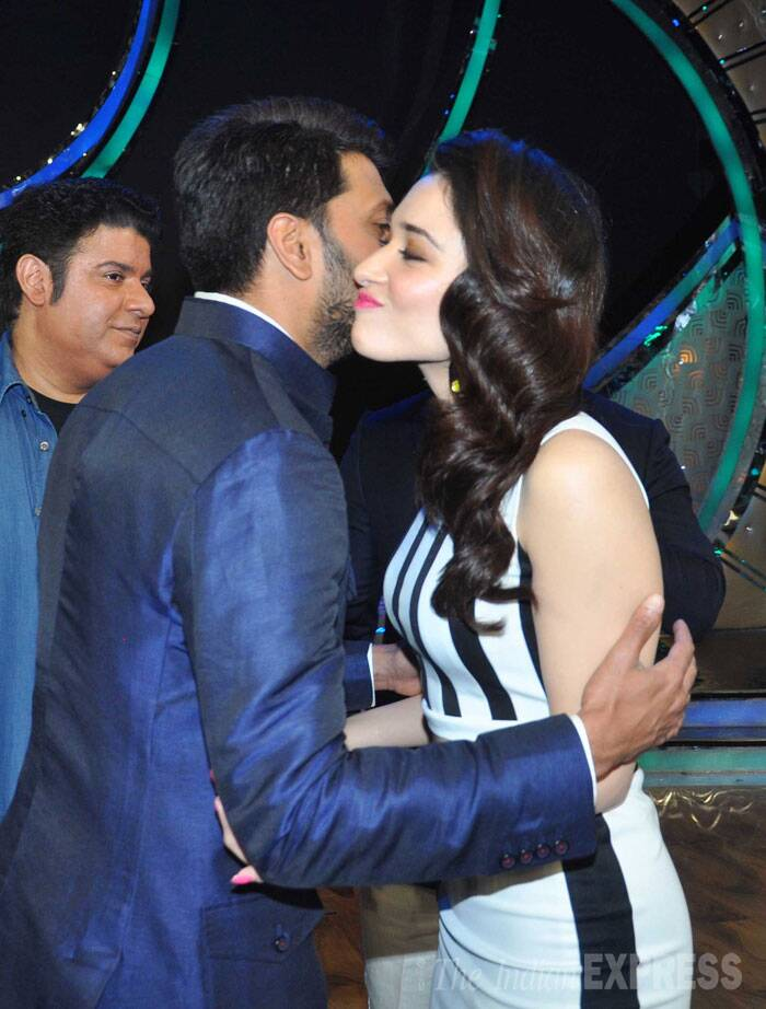 Daddy-to-be Riteish Deshmukh greets Tamannah with a peck on the cheek. (Source: Varinder Chawla)