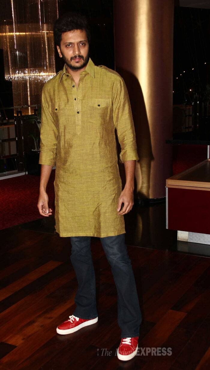 Daddy-to-be Riteish Deshmukh wore a kurta with denims and sneakers. (Source: Varinder Chawla)