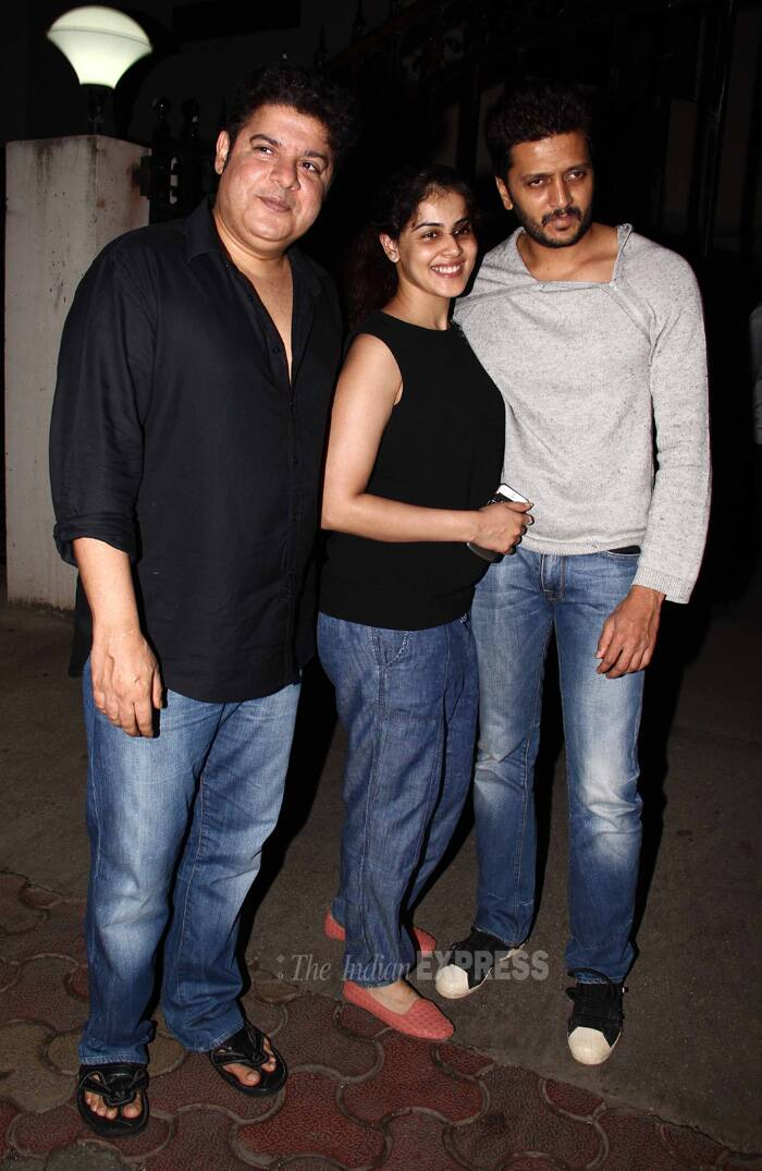 Mom-to-be Genelia opted for  denim haram pants and black top. We can see the tiny baby bump. Looks like Genelia wants a girl as she added a dash of colour to the whole look with pink shoes. <br />Seen here with Sajid Khan and Riteish Deshmukh. (Source: Varinder Chawla)