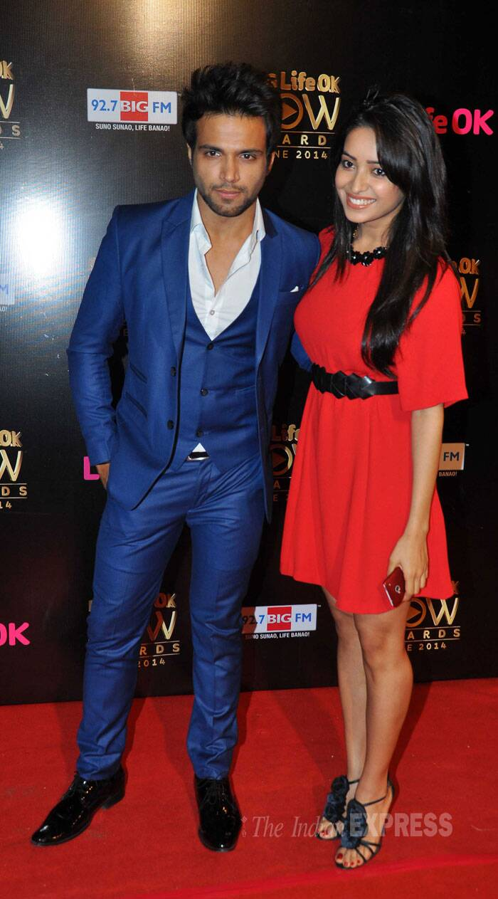 'Nach Baliye 6' winners and real life couple Rithvik and Asha Negi cosied up to each other for a red carpet picture. (Source: Varinder Chawla)