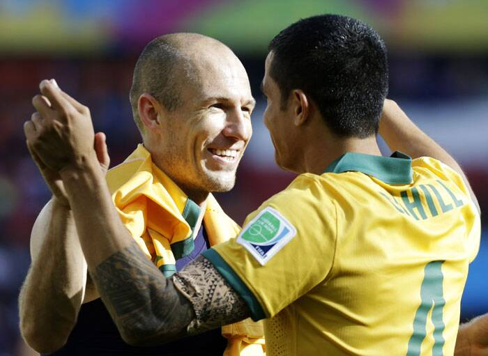 Netherlands' Arjen Robben (L) hugs Australia's Tim Cahill following Netherlands' 3-2 win against Australia on Wednesday. (Source: AP)