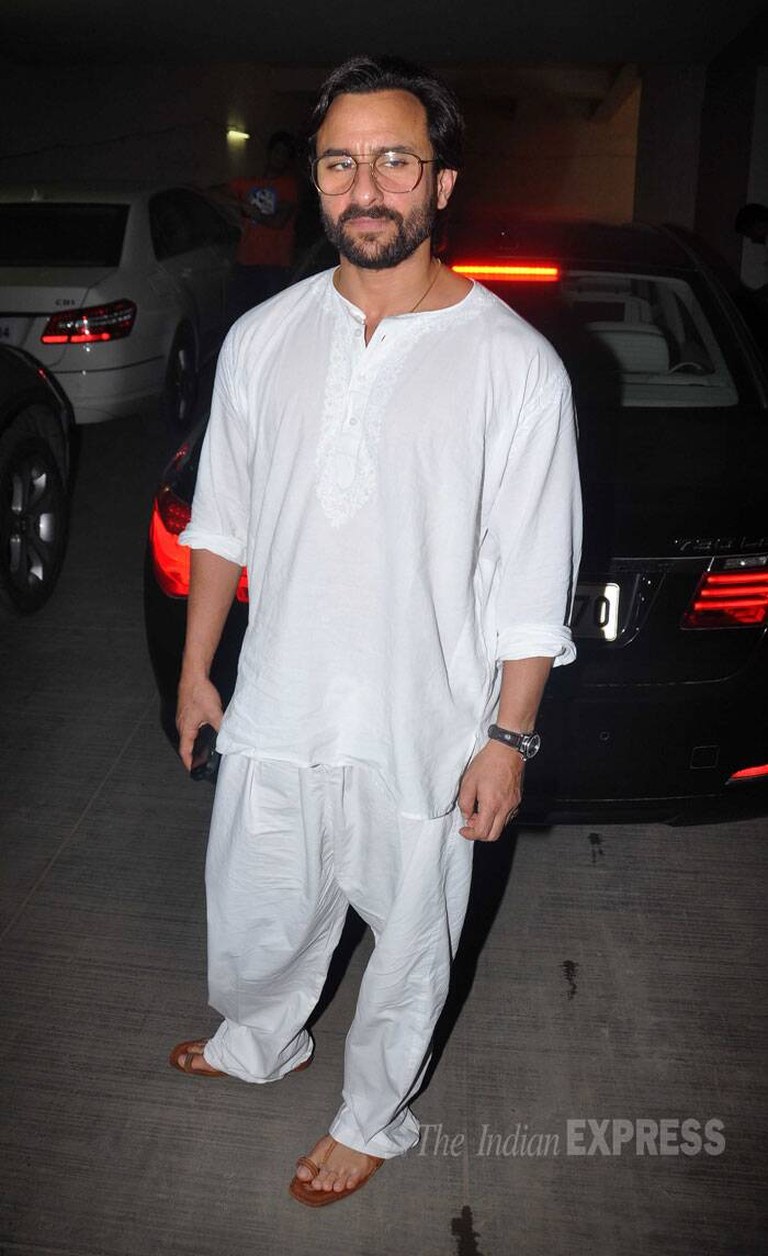 Earlier, Saif was seen at the screening of Humshakals. He will be seen playing a triple role in the film. Saif was comfortable in a white kurta-pyjama. (Source: Varinder Chawla)