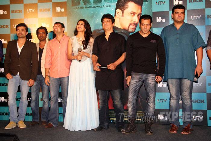 Salman, Jacqueline, Nawazuddin, Himesh Reshammiya, Siddharth, Sajid pose for a group picture. <br /><br /> 'Kick' marks the directorial debut of producer Sajid Nadiadwala. (Source: Varinder Chawla)