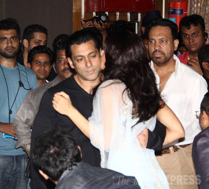 Salman Khan gets a tight hug from his co-star Jacqueline Fernandez. (Source: Varinder Chawla)