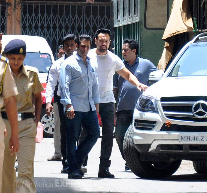 Meanwhile, Salman Khan, who is also having a run in with the police, visited the sessions court in connection to the 2002 hit-and-run case. (Source: Varinder Chawla)
