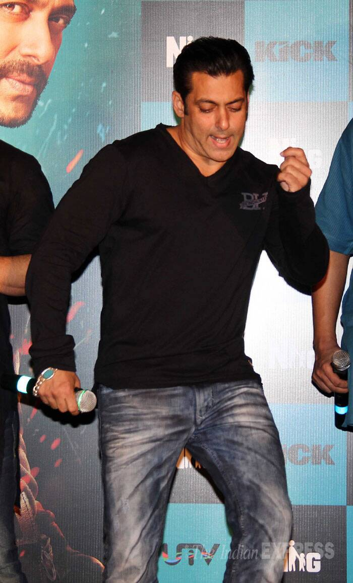 Salman Khan was in full mood to dance and there's no stopping 'bhai' much to the delight of his fans. (Source: Varinder Chawla)