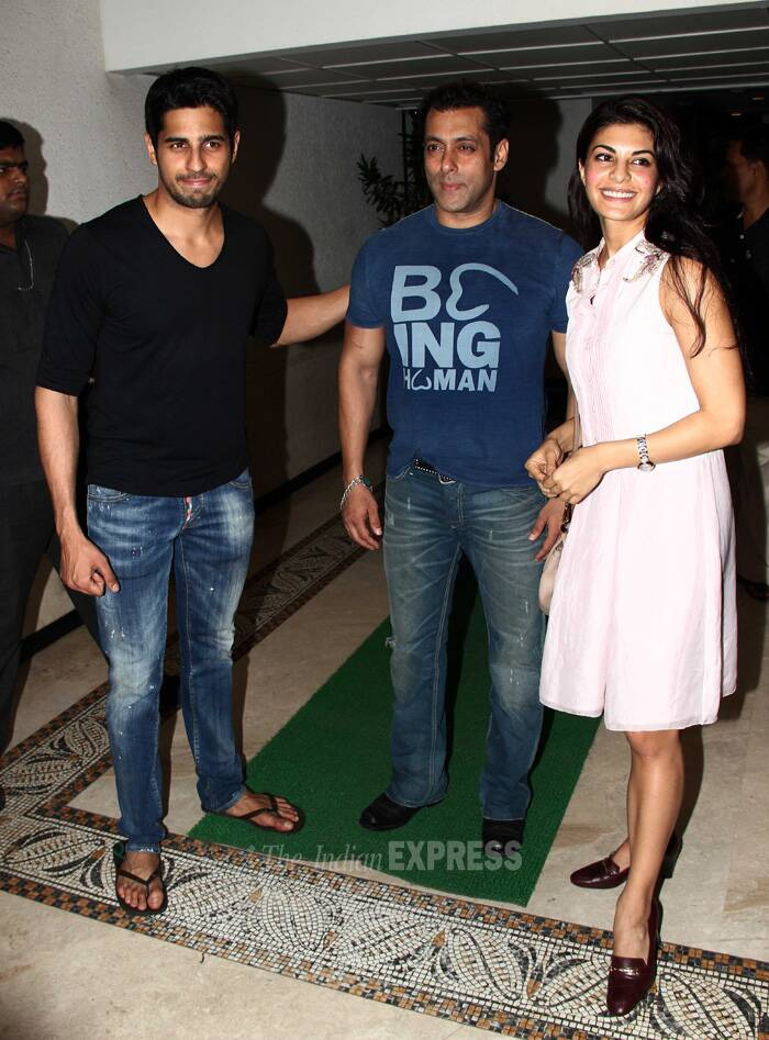Ek Villain's lead actor Sidharth Malhotra hosted a success bash at his residence in Mumbai on Saturday (June 28). And the party was attended by the newest villain on the block 'Devil' Salman Khan and his 'Kick' co-star Jacqueline Fernandez. (Source: Varinder Chawla)