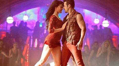 Salman Khan brings the roof crashing down with the Kick's fist song, 'Jumme Ki Raat'.