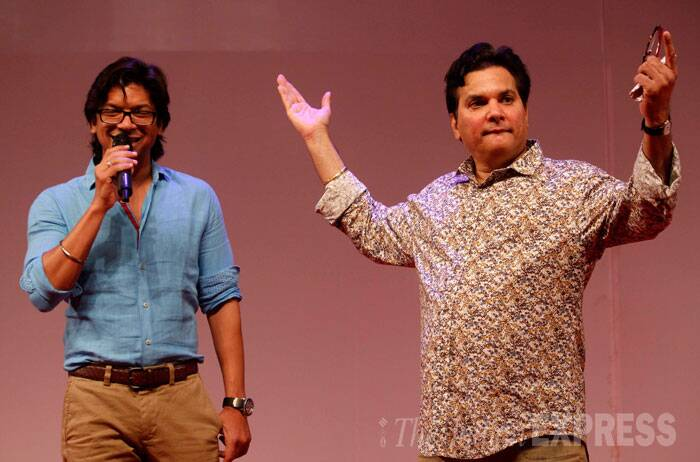 Singer Shaan takes the mic on stage with Lalit Pandit. (Source: Varinder Chawla)