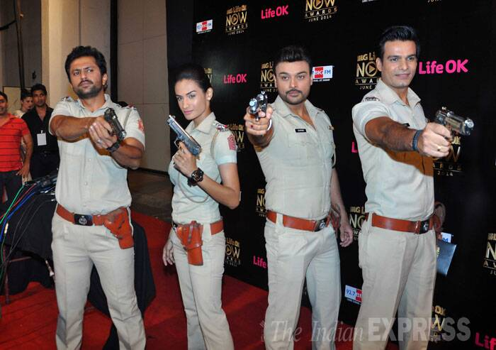 The 'Hum Ne Li Hai... Shapath' team get in character for their pose on the red carpet. (Source: Varinder Chawla)