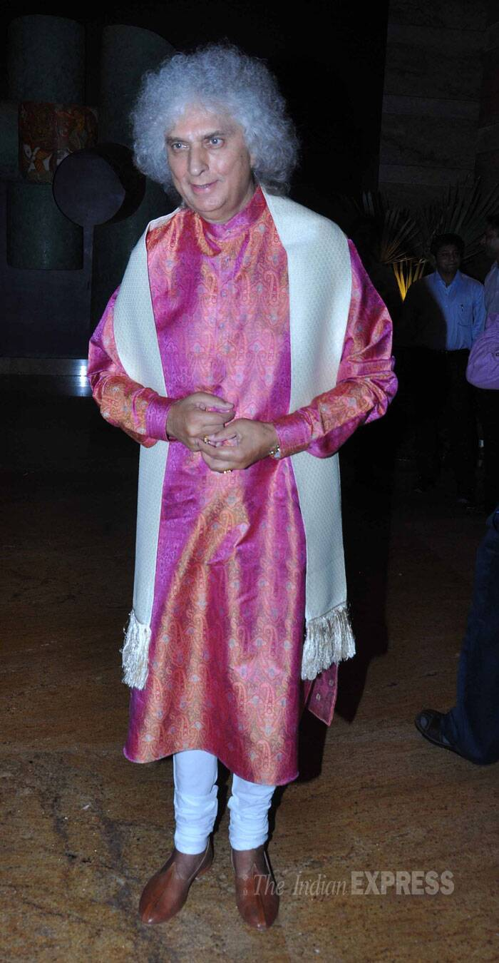 Pandit Shiv Kumar wore a printed kurta with a shawl. (Source: Varinder Chawla)