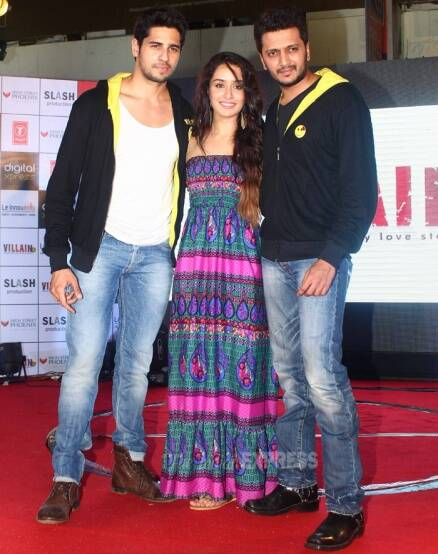 Sidharth, Shraddha, Riteish get on stage for 'Ek Villain'
