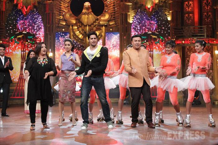 'Ek Villain' couple  Shraddha Kapoor and Sidharth Malhotra were seen promoting their upcoming movie on reality show 'Entertainment Ke Liye Kuch Bhi Karega' sans director Mohit Suri and co-actor Riteish Deshmukh on Tuesday evening. <br /> Shraddha and Sidharth were seen enjoying their stint on the show and danced with the show's judges Anu Malik and Farah Khan. (Photo: Varinder Chawla)