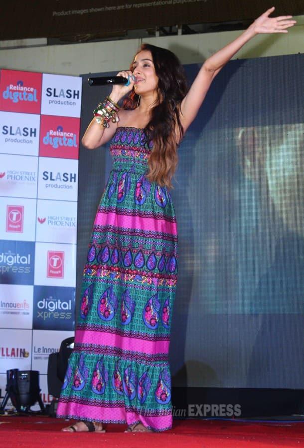 Sidharth, Shraddha, Riteish get on stage for 'Ek Villain'