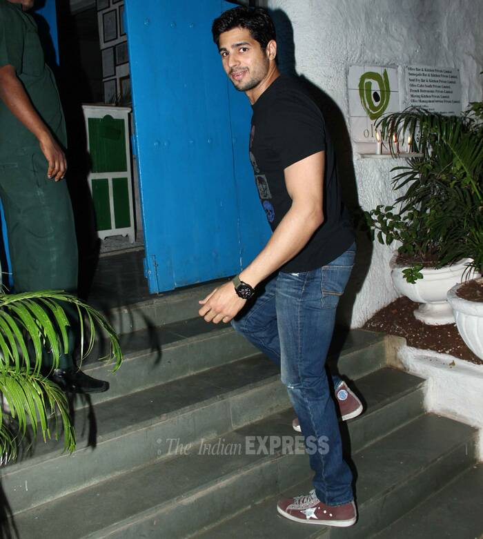 'Ek Villian' Sidharth Malhotra was nice in denims and black t-shirt with dull red converse. (Source: Varinder Chawla)