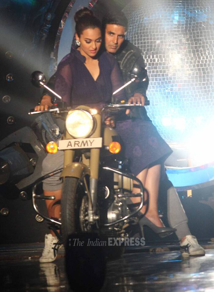 Sonakshi looks a bit apprehensive about Akshay's riding skills in the one! (Source: Varinder Chawla)