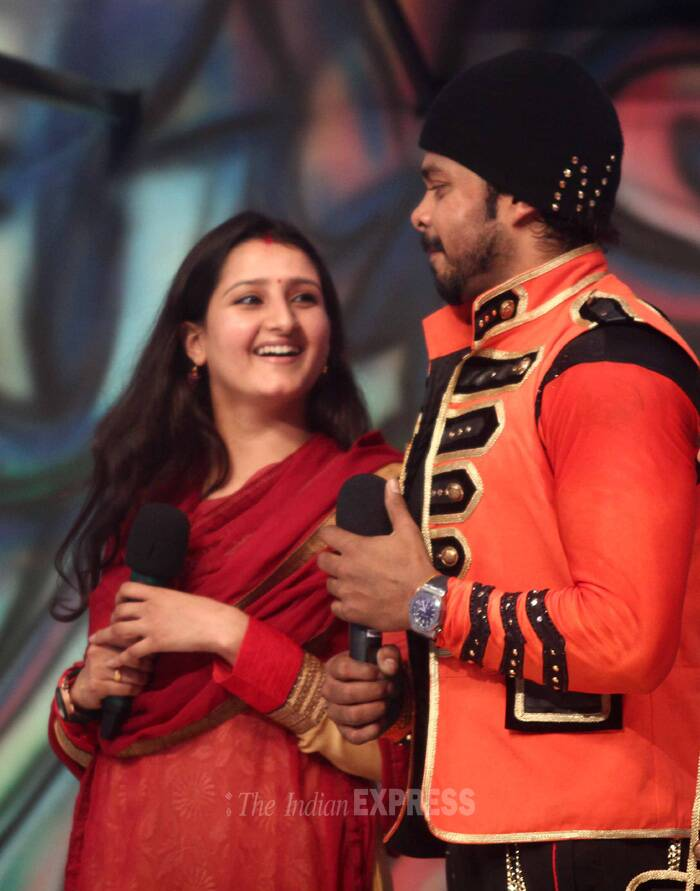 He was later joined on stage by his wife Bhuvneshwari Kumari. (Source: Varinder Chawla)
