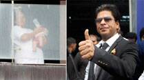 Shah Rukh spends day with little hands, ears – his sonAbRam