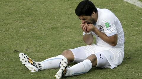 Luis Suarez bit Italy's Giorgio Chiellini during Uruguay's Group D match on Tuesday. (Source: AP)