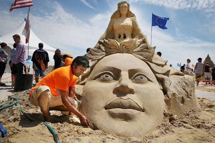Indian sand sculptor Sudarsan Pattnaik participated in DO AC Sand Sculpting World Cup competition that ended in Atlantic City on June 22. <br />The Odisha-based sculptor, was the sole participant from India in the competition that featured 20 other sculptors from around the world. (Source: AP)
