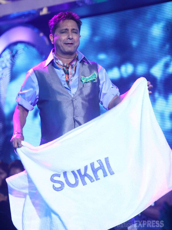 Playback singer Sukhwinder Singh shows off a banner with his name. (Source: Varinder Chawla)