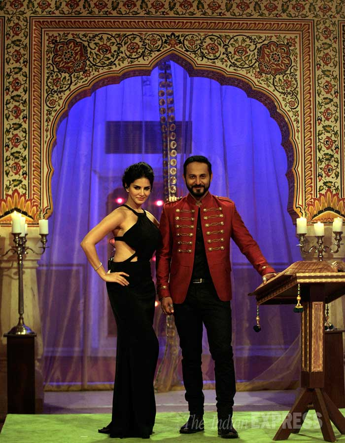 Hot in Black - Sunny Leone poses with co-host Nikhil Chinappa.  (Source: Express Photo by Praveen Khanna)