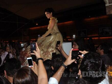 Sunny Leone dazzles in gold on ramp