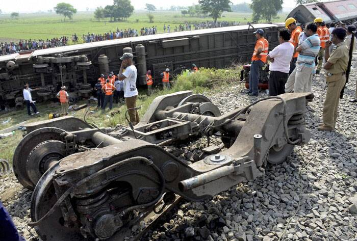 At least four people were killed while eight others were injured as the Delhi-Dibrugarh Rajdhani Express derailed early on Wednesday near Chapra in Bihar. (Source: PTI)