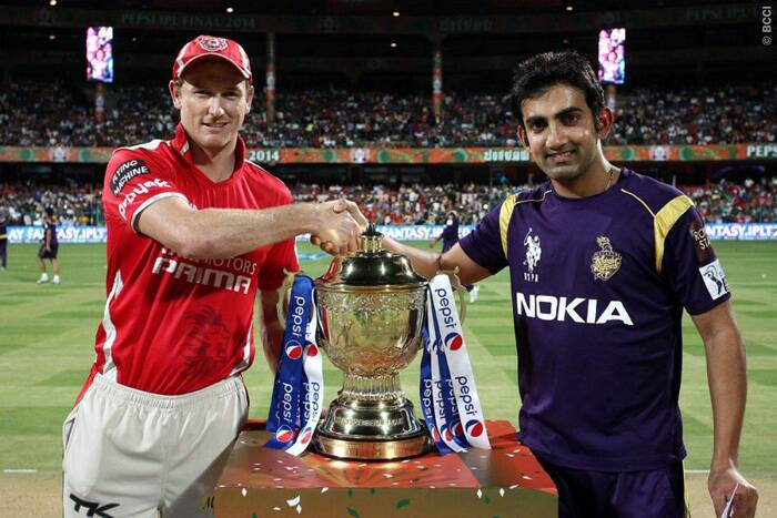 It was the final of the seventh edition of the Indian Premier League at Bangalore on Sunday. Kings XI Punjab captain George Bailey (L) and Kolkata Knight Riders skipper Gautam Gambhir (R) pose with the IPL trophy ahead of the final match. (Source: BCCI/IPL)
