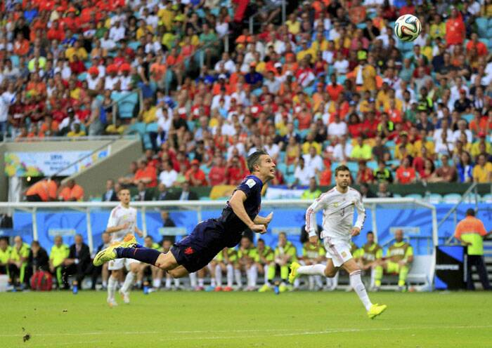 Netherlands needed something spectacular to equalise and their skipper Robin van Persie provided just that. Van Persie scored a stunning header in the 44th minute. Daney Blind sent the cross over and Van Persie timed his movement to perfection to score the first goal for his team. (Source: AP)