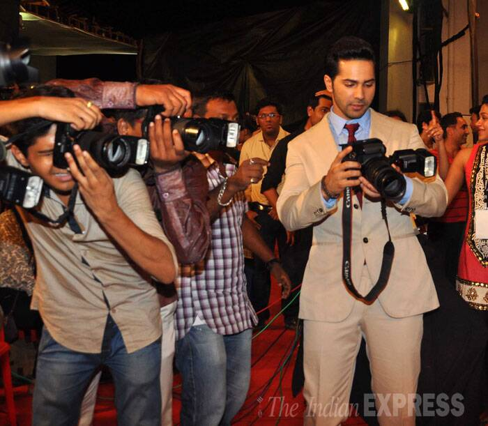 Eyeing an alternate profession? Varun Dhawan tries his hand at taking some celebrity pictures along with the photogs. (Source: Varinder Chawla)
