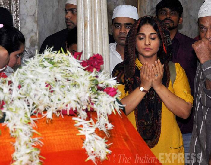 Bollywood actress Vidya Balan, whose last two releases 'Ghanchakkar' and 'Shaadi Ke Side Effects' were major disappointments at the box office, was seen at Mahim Dargah offering prayers for the success of her new release 'Bobby Jasoos.' (Source: Varinder Chawla)