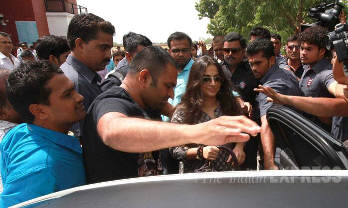 Vidya gets into her car as she leaves the venue. (Source: Express Photo by Bhupendra Rana)