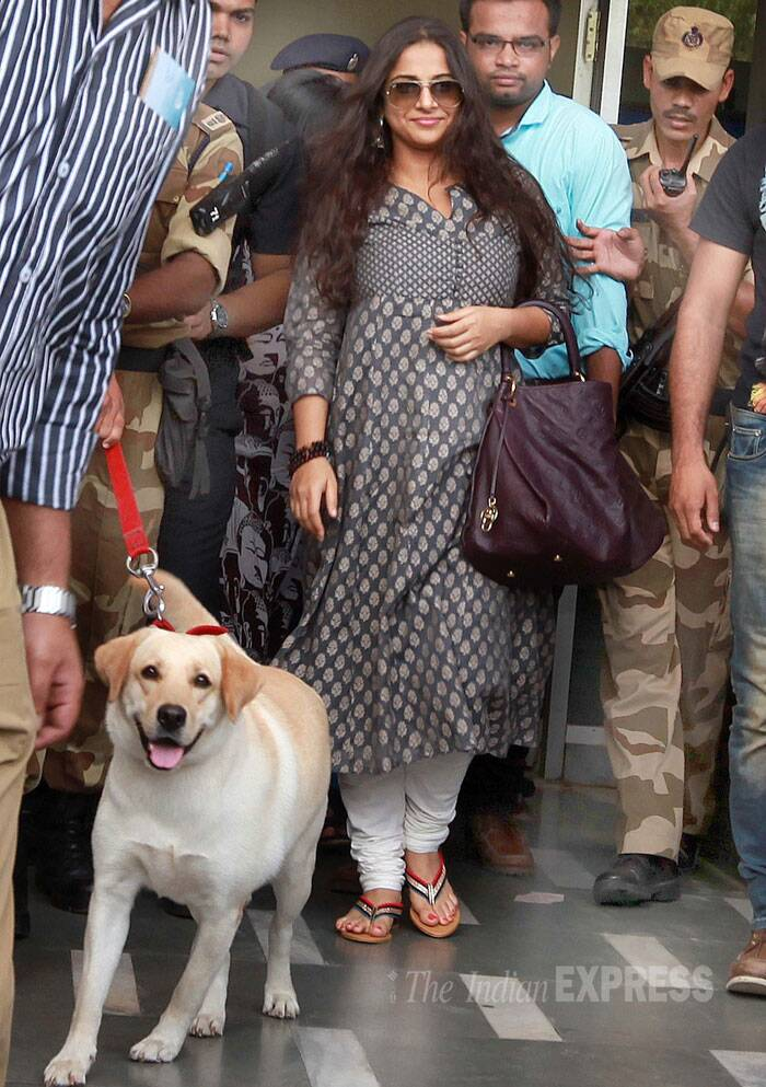 'Bobby Jasoos' Vidya Balan, who is neck-deep with the film's promotions, paid a visit to PM Narednra Modi's proposer signatory tea vendor Kiran Mahida in Vadodara. (Source: Express Photo by Bhupendra Rana)