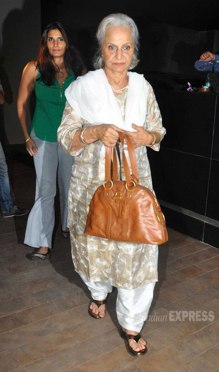 Veteran actress Waheeda Rehman was elegant in a pale coloured salwar suit. (Source: Varinder Chawla)
