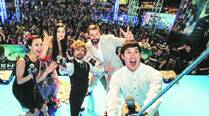 Hugh Jackman, Fan Bingbing and Peter Dinklage take a selfie with a crowd of fans at the Southeast Asian premiere of X-Men: Days of Future Past in Singapore