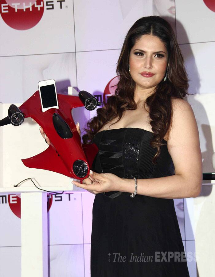 Zarine shows off a mobile phone holder. (Source: Varinder Chawla)