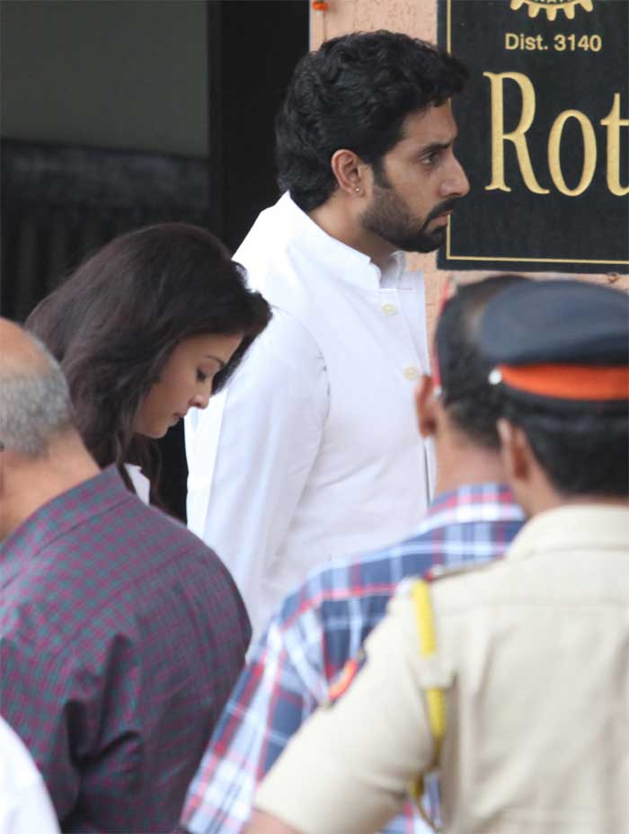 Aishwarya and Abhishek at the funeral. (Source: Express photo by Vasant Prabhu)