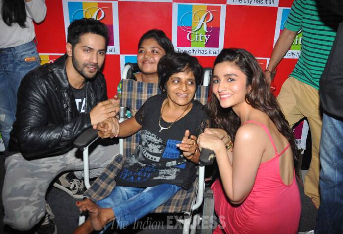 Alia and Varun pose happily for a differently-abled fan. (Source: Varinder Chawla)