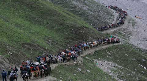 The Pahalgam trek which passes via 14500 feet high Mahagunus Pass to the cave, is approximately 30 km from the base camp.