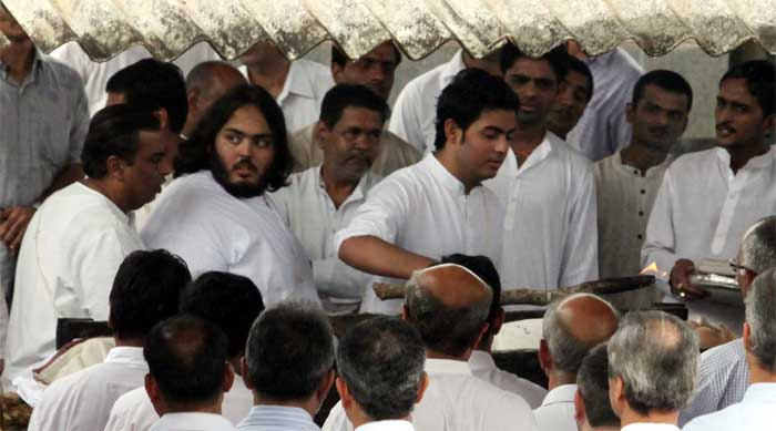 Aishwarya, Abhishek at funeral of Nita Ambani's father